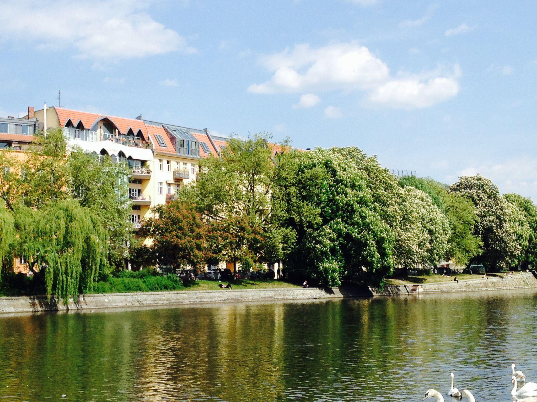 Berlin.  Am Ufer.  Landwehrkanal.  Kreuzberg.
