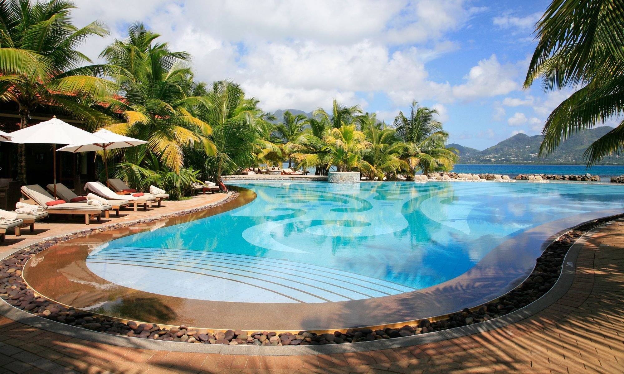 piscine paradisiaque de l h tel sainte anne aux seychelles hotel sainte anne les seychelles. Black Bedroom Furniture Sets. Home Design Ideas