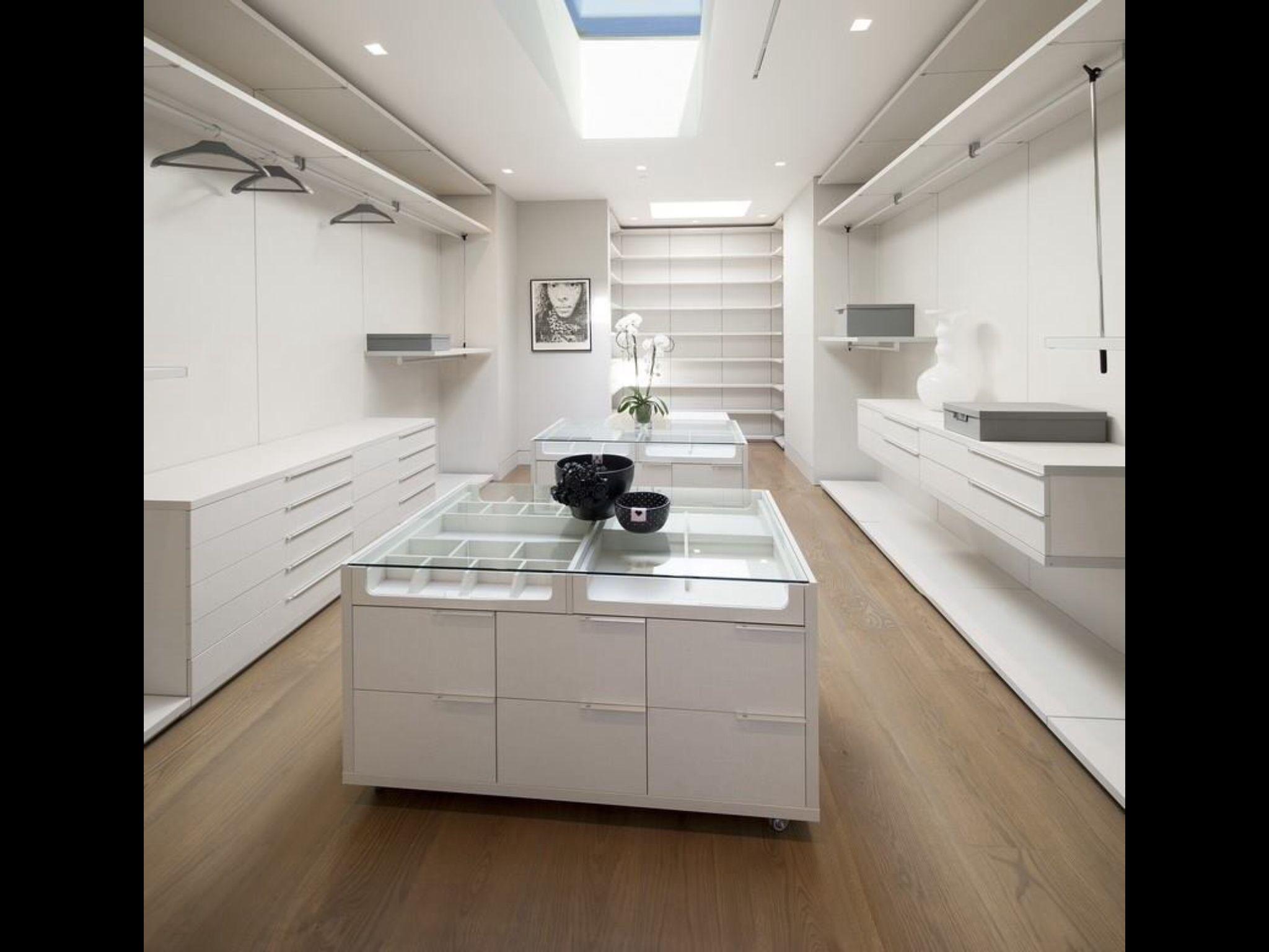 Simple Kleiderschrank Zimmer