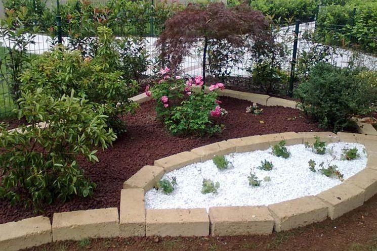 Risultati immagini per aiuole con sassi giardino for Aiuole con sassi colorati