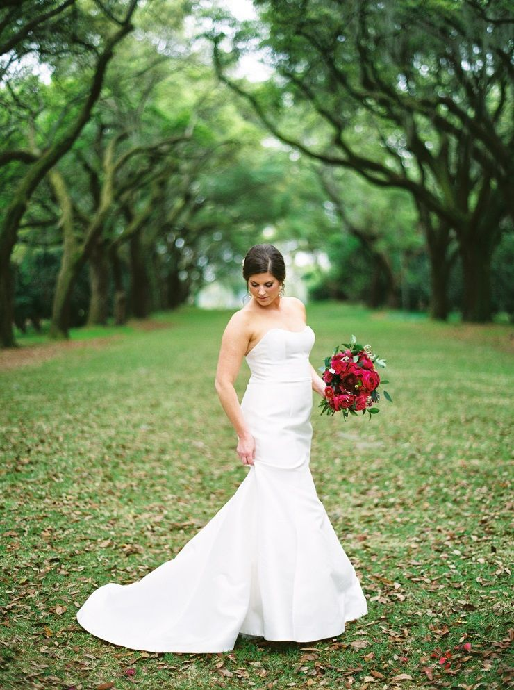 Bride in her strapless wedding gown and gorgeous bouquet | fabmood.com