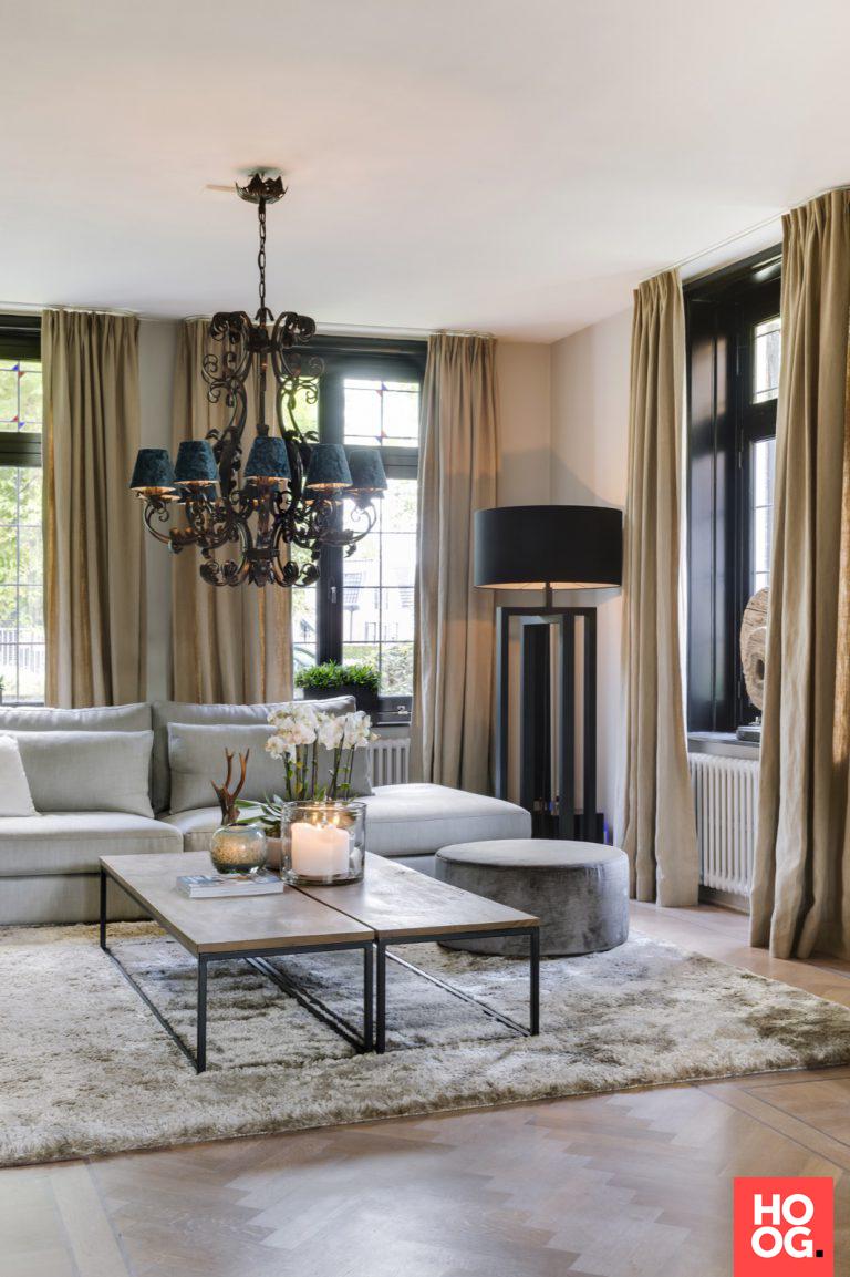 Woonidee n woonkamer met luxe meubelen en verlichting Woonideeen woonkamer