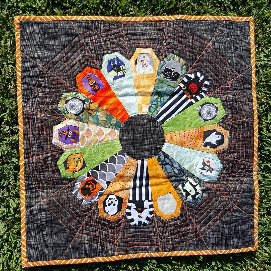 Image Result For Ring Of Coffins Quilt Halloween Quilt Patterns Halloween Coffin Holiday Quilts
