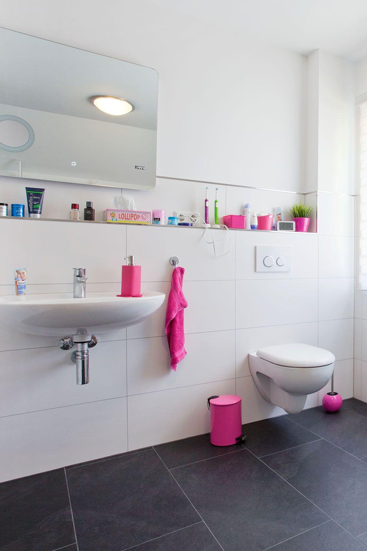 Cleanes Design Mit Farbe Aufgepeppt In Diesem Kundenprojekt Wurden Schieferoptik Fliesen Im Format 40x80 Verleg Wandfliesen Fliesen Schieferoptik Fliesen
