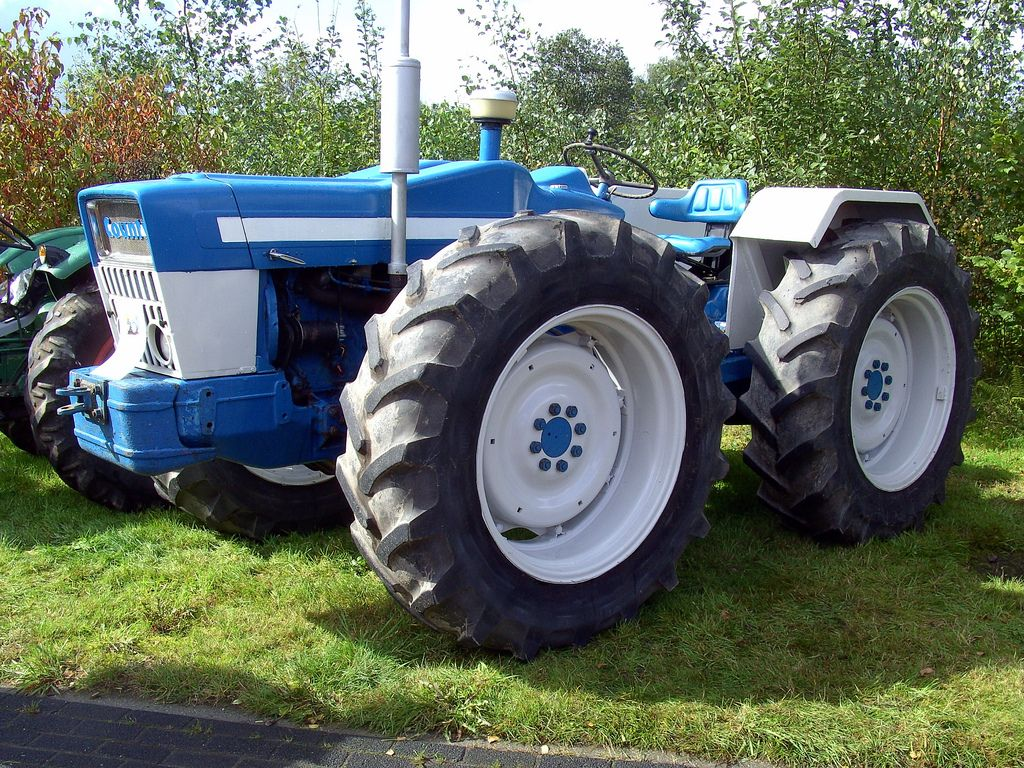 Big Ford Tractors : Ford county tractor and wheels