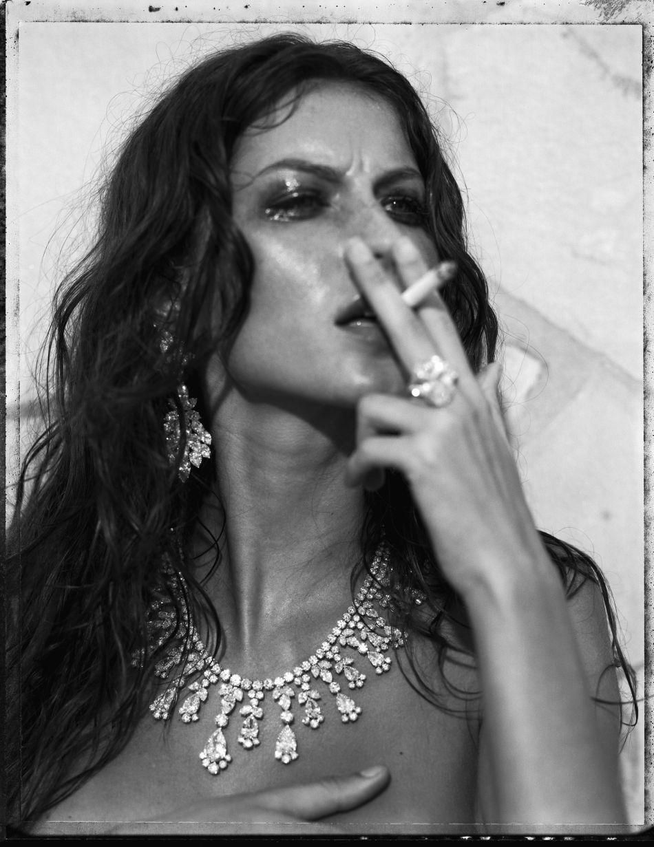 Gisele Bundchen Topless And Nipple Slip Pictures