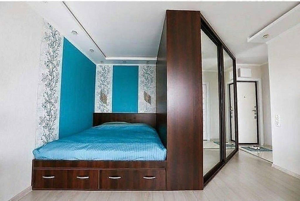 встроенная кровать в однокомнатной квартире фото изделия ставим