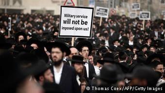 Yahudi Ortodoks juga memrotes wajib militer di Israel