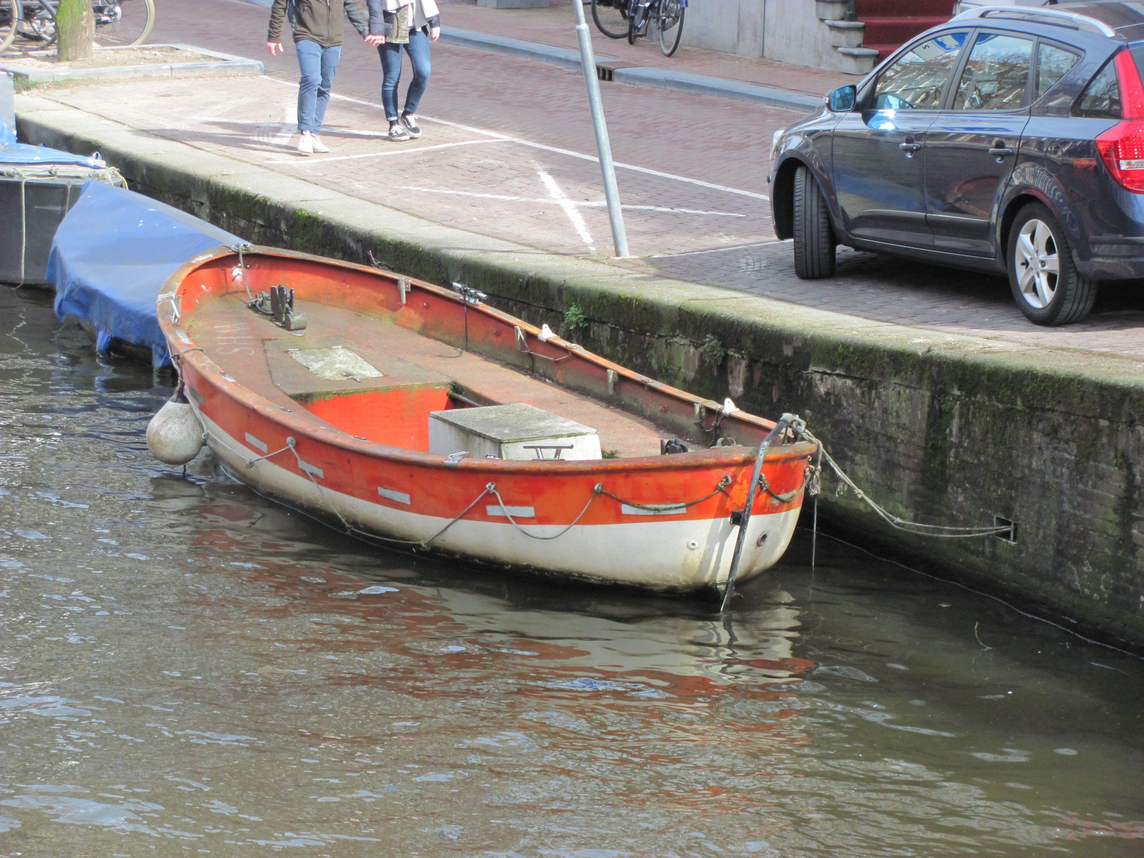 Amsterdam, verweerd bootje
