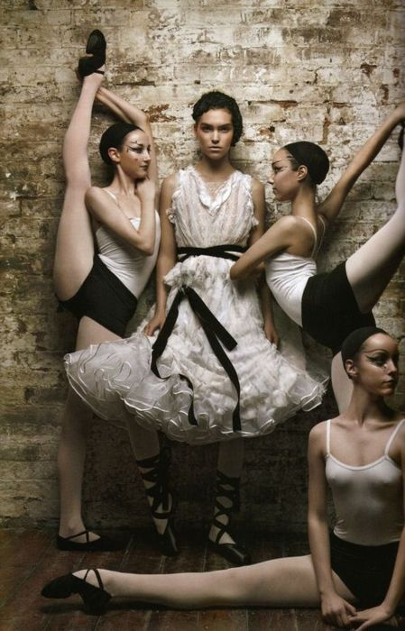 Wholy moly, that girl is flexible!! #ballet #fashion