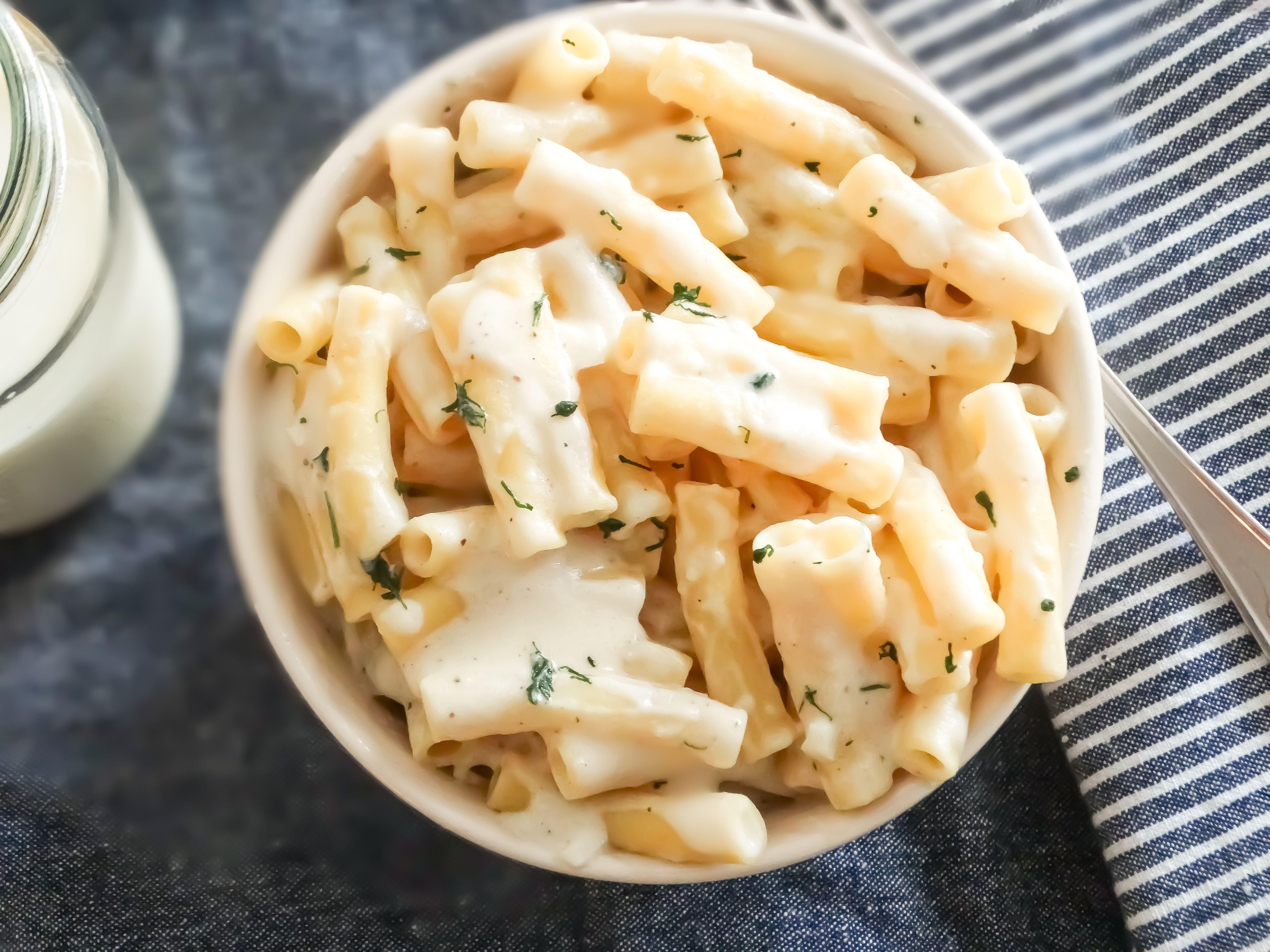 White Cream Sauce With Milk Quick Dinner Ideas Tasty Oven Creamy Pasta Sauce Cream Sauce Pasta White Sauce Recipes