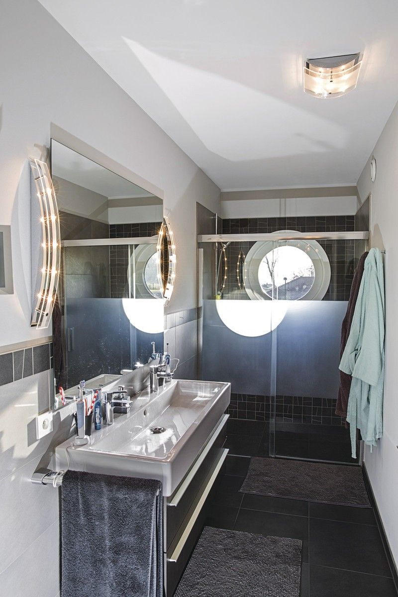 Modernes Duschbad Mit Doppelwaschbecken Weberhaus Genfer See Hausbaudirekt De Weber Haus Haus Einfamilienhaus