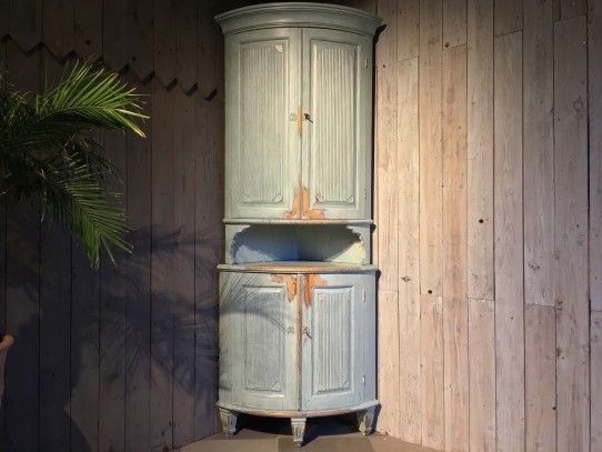 Gustavianischer tonnen eckschrank schweden um 1790 Schweden style einrichtung
