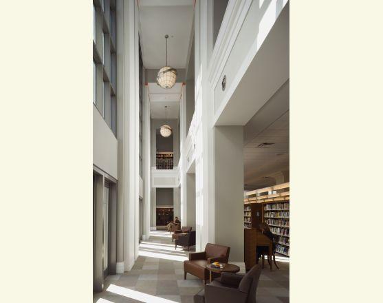 Jacksonville library DOUBLE-HEIGHT READING AREA. Photo: Peter Aaron