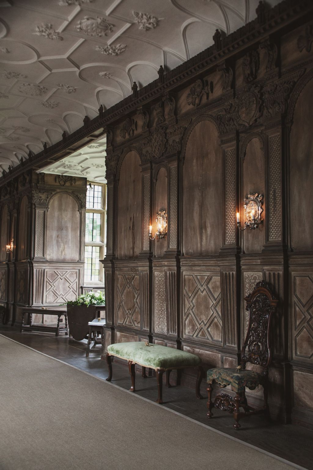 The Tudor period Long Gallery, constructed around 1600 Haddon Hall ...