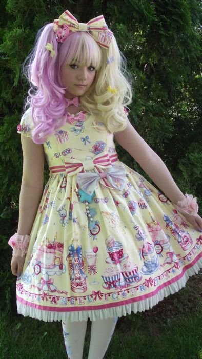 What an interesting color combo in this coord! Love it :D