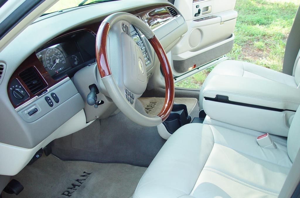 Luxury And Elegant Car Lincoln Town 2003 2017 Review