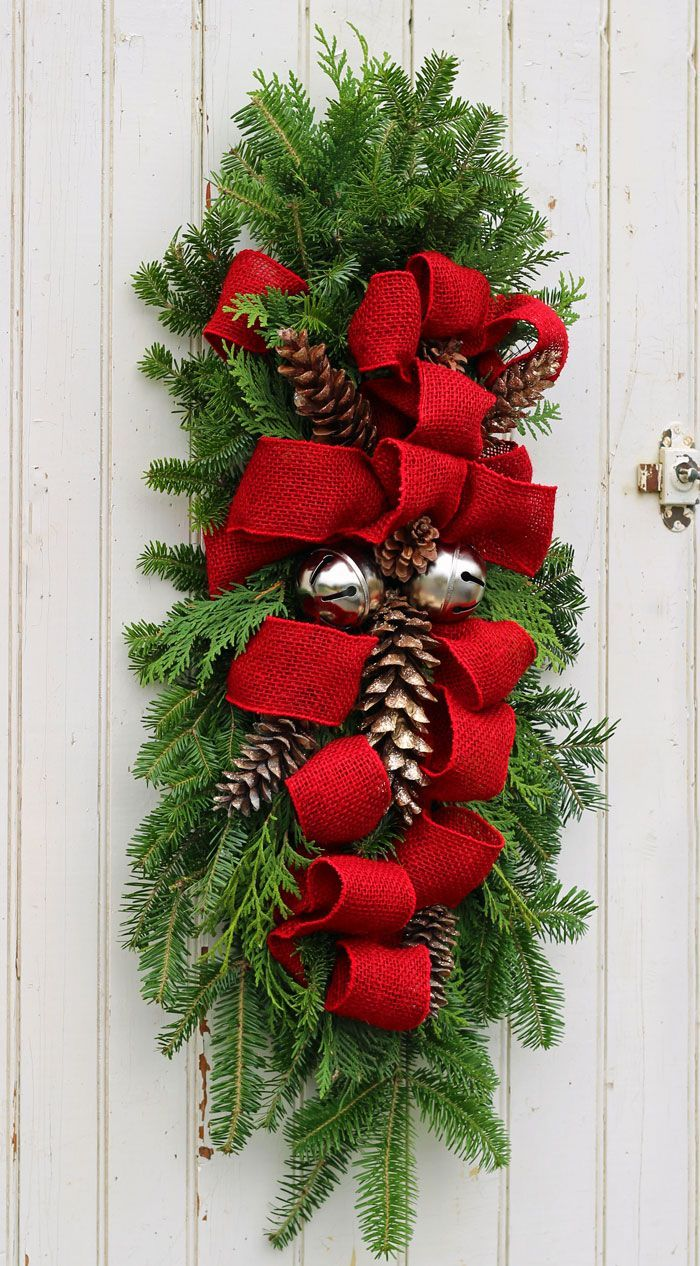 how to make a christmas swag outdoor christmas swag and decoration - Christmas Swag Decorations