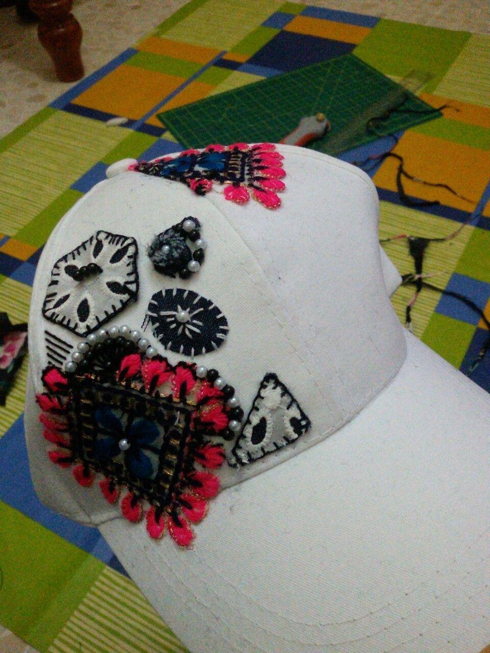 Cappellino ricamato a mano con ritagli di stoffe thailandesi #caps