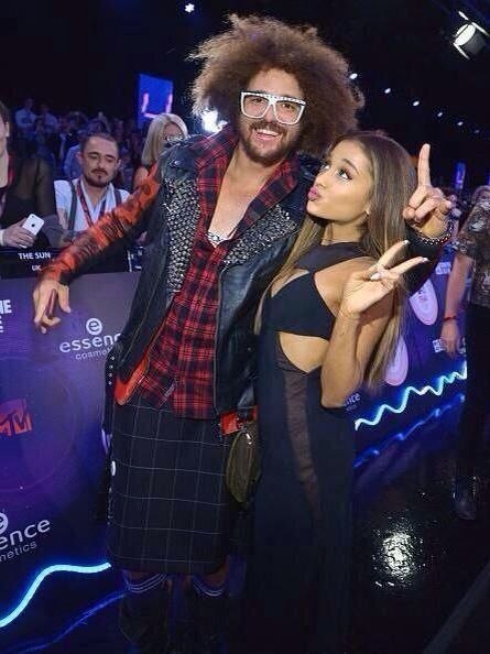 MTV EMAs (2014) - Redfoo and Ariana Grande : Fooling around on the red carpet! Peace!