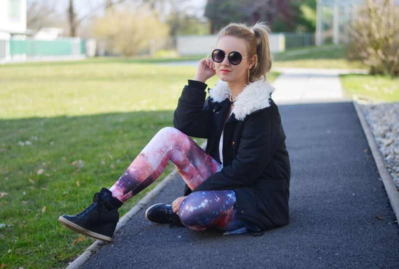 ViktoriaSarina, Galaxy Leggings, round glasses, Outfit ...
