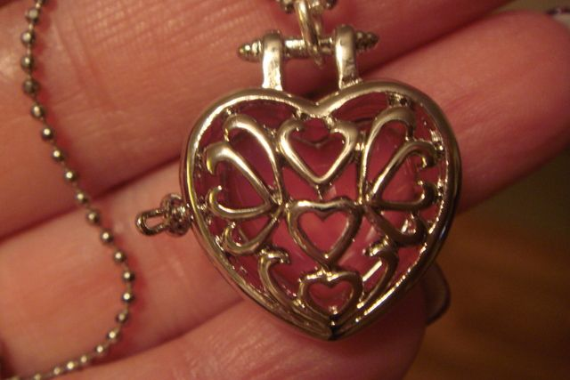 'Heart Glow Locket Necklace' is going up for auction at  7pm Thu, Aug 16 with a starting bid of $5.