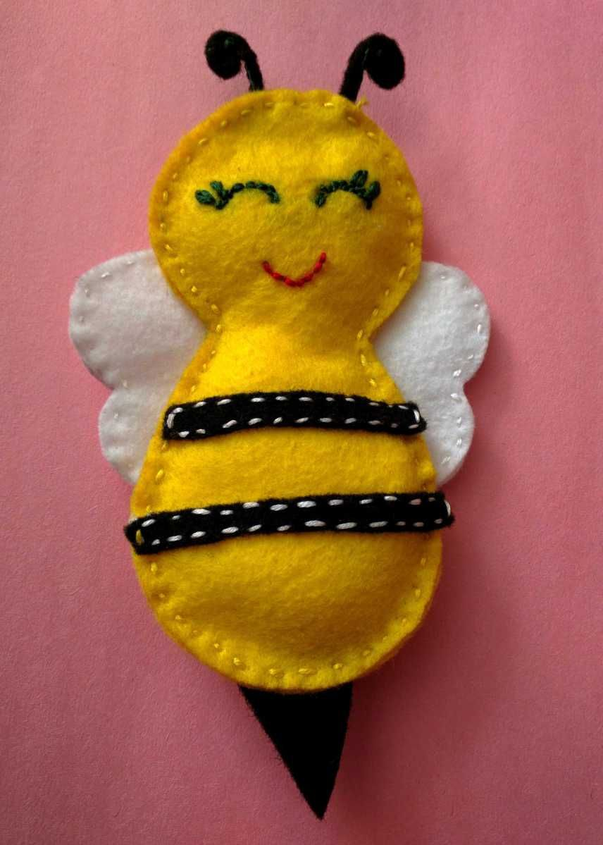 Felt bumble bee diy project with images felt crafts