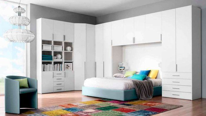 des placards de rangement autour du lit placard blanc placard et lits. Black Bedroom Furniture Sets. Home Design Ideas