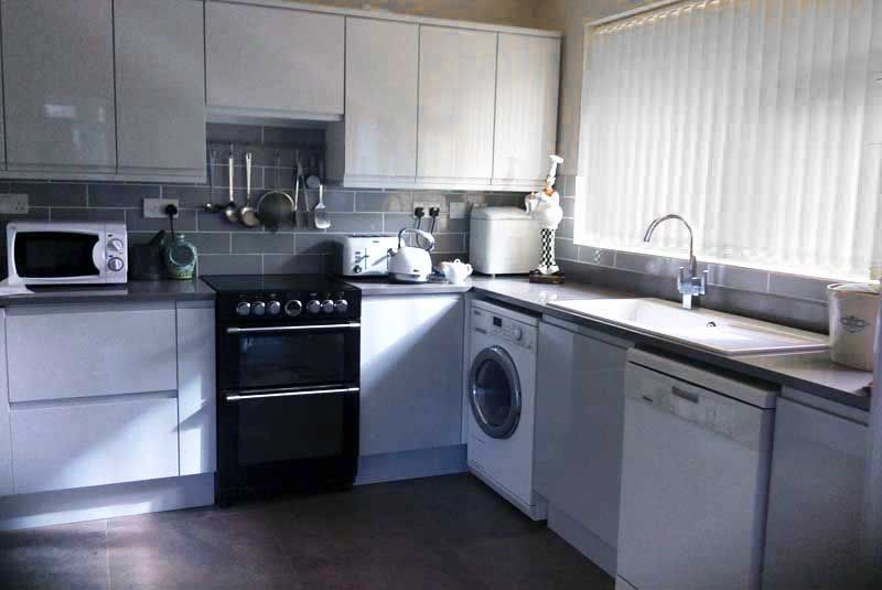 Best A Remo Dove Grey Kitchen With Images Cheap Kitchen 400 x 300