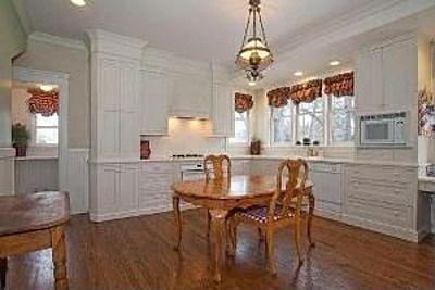 1153 W Downer Pl Aurora Il 60506 Zillow Home Home Decor