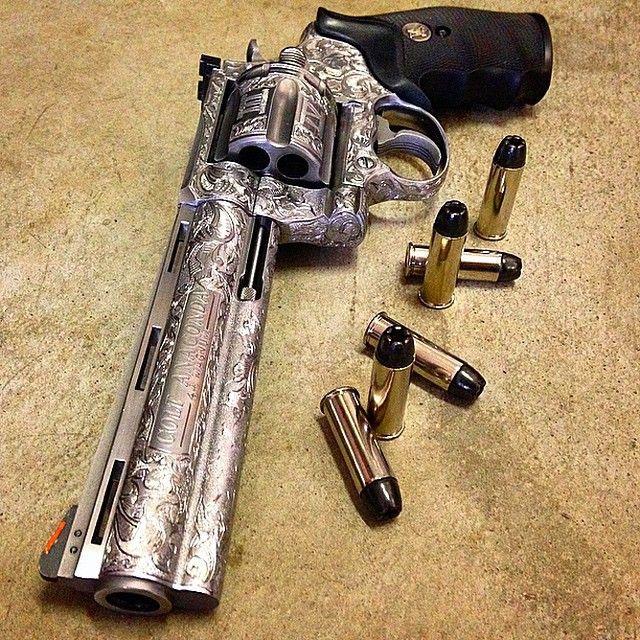 "gunsdaily: ""By @illmanneredgunrunner707 Engraved Colt  44"