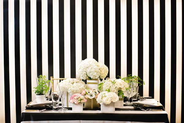 Chic Black and White Striped Wedding | Britt Rene Photography | http://blog.nvlinens.com/classic-blac
