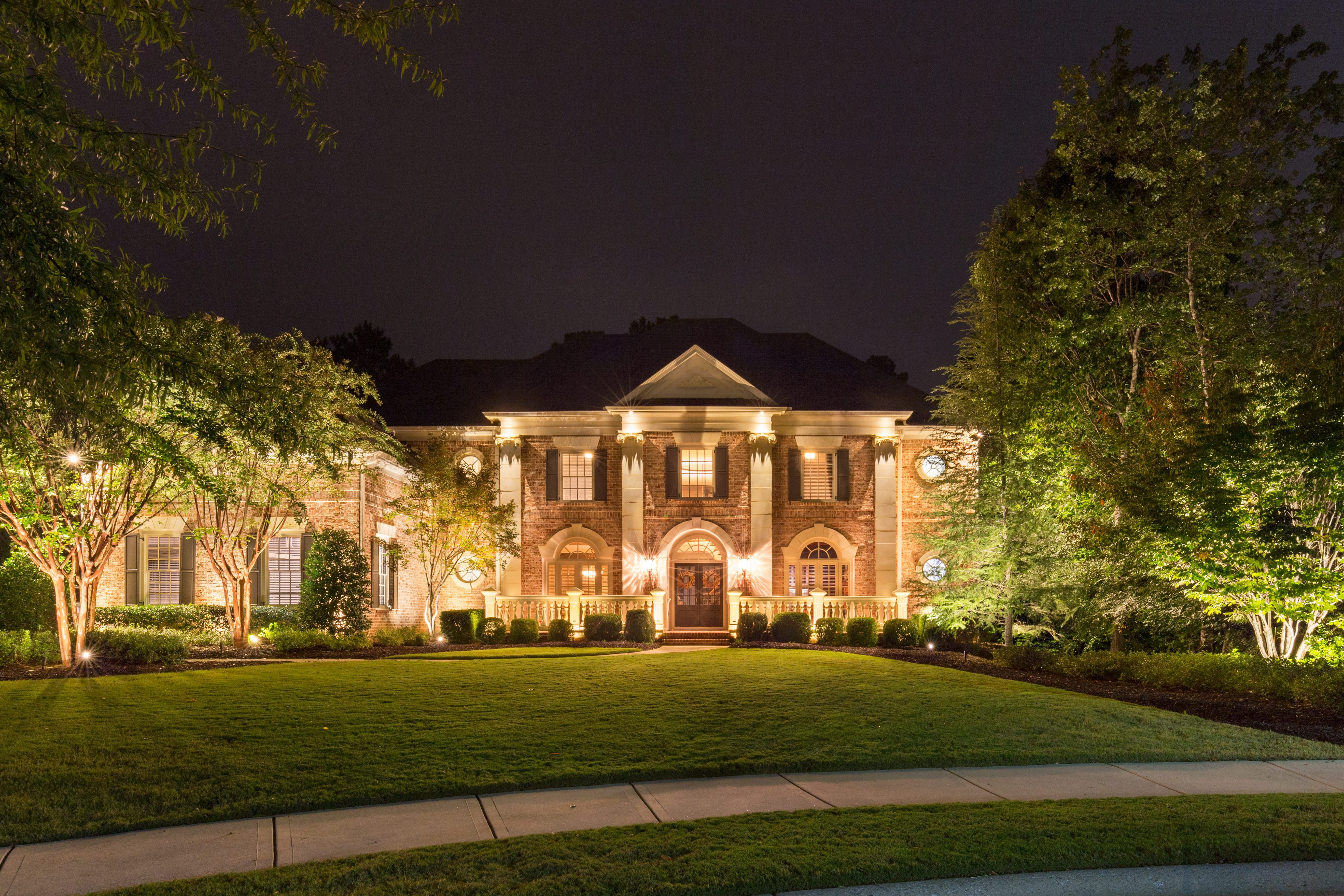 Elegant Home In Atlanta Ga That Has Up Lighting And