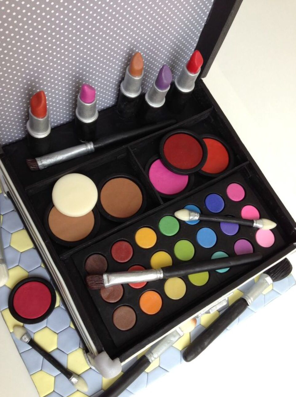 For all the Mac makeup lovers. Make up box cake. Wow what
