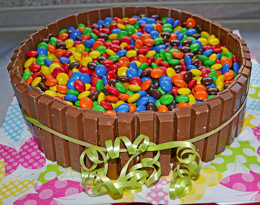 bunte schoko kitkat smarties torte special cakes with brand products pinterest kitkat. Black Bedroom Furniture Sets. Home Design Ideas