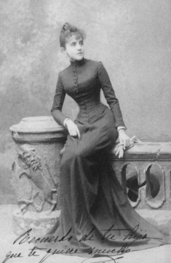 María del Pilar de Borbón y Borbón. infanta de españa. Hija de Isabel II de españa. Aunque no se casó, estuvo enamorada del hijo de Napoleón III, Napoleón Luis.La emperatriz de Francia, Eugenia y la reina Isabel II eran partidarias de este enlace, pero el joven príncipe Napoleón encontró la muerte en la guerra contra los zulúes dos meses antes de la muerte de la propia infanta. La emperatriz Eugenia tomó de la tumba de su hijo una corona y la envió a la de Pilar en El Escorial.