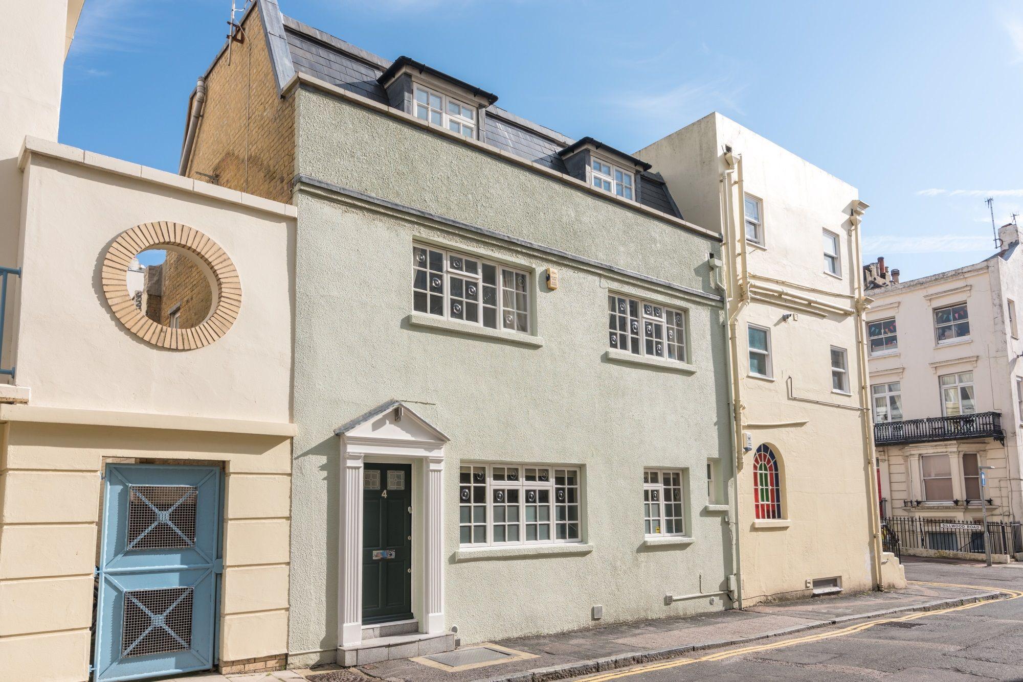 Front of house at mybrightonpad, luxury holiday house let in central Brighton. www.mybrightonpad.co.uk