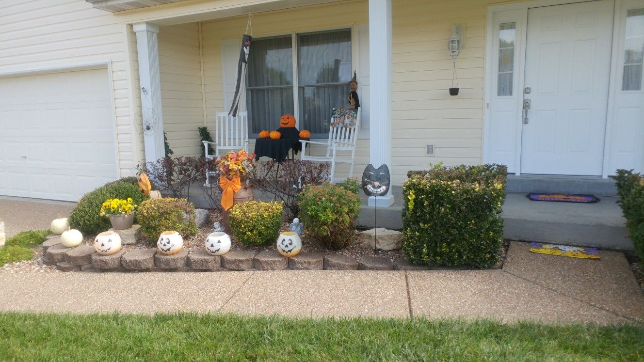 Front yard Halloween decorations simple! My house for Fall - front yard halloween decorations