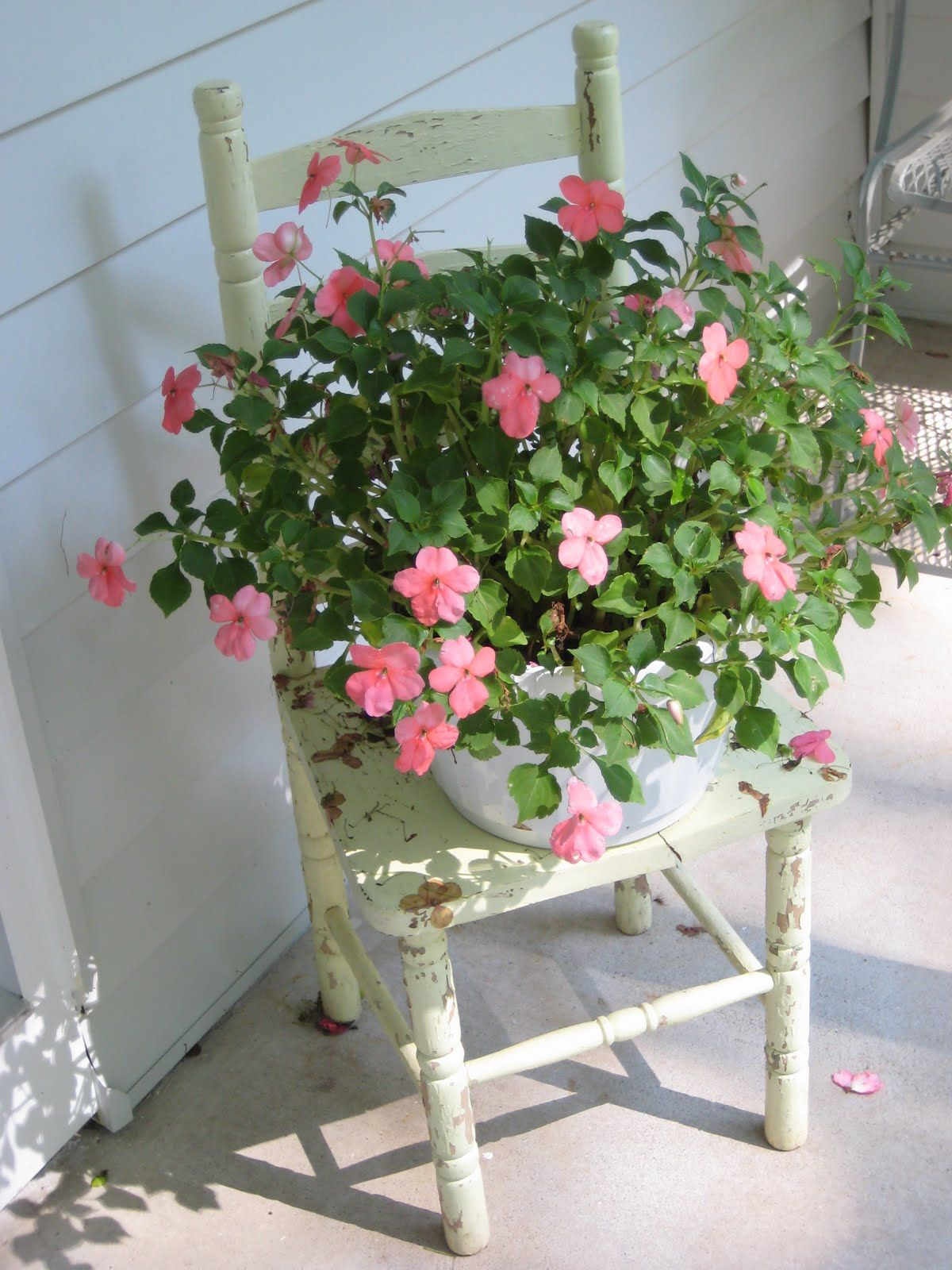 Decorating with Antiques | Dianne Zweig - Kitsch 'n Stuff: Decorating With Garden Antiques And ...