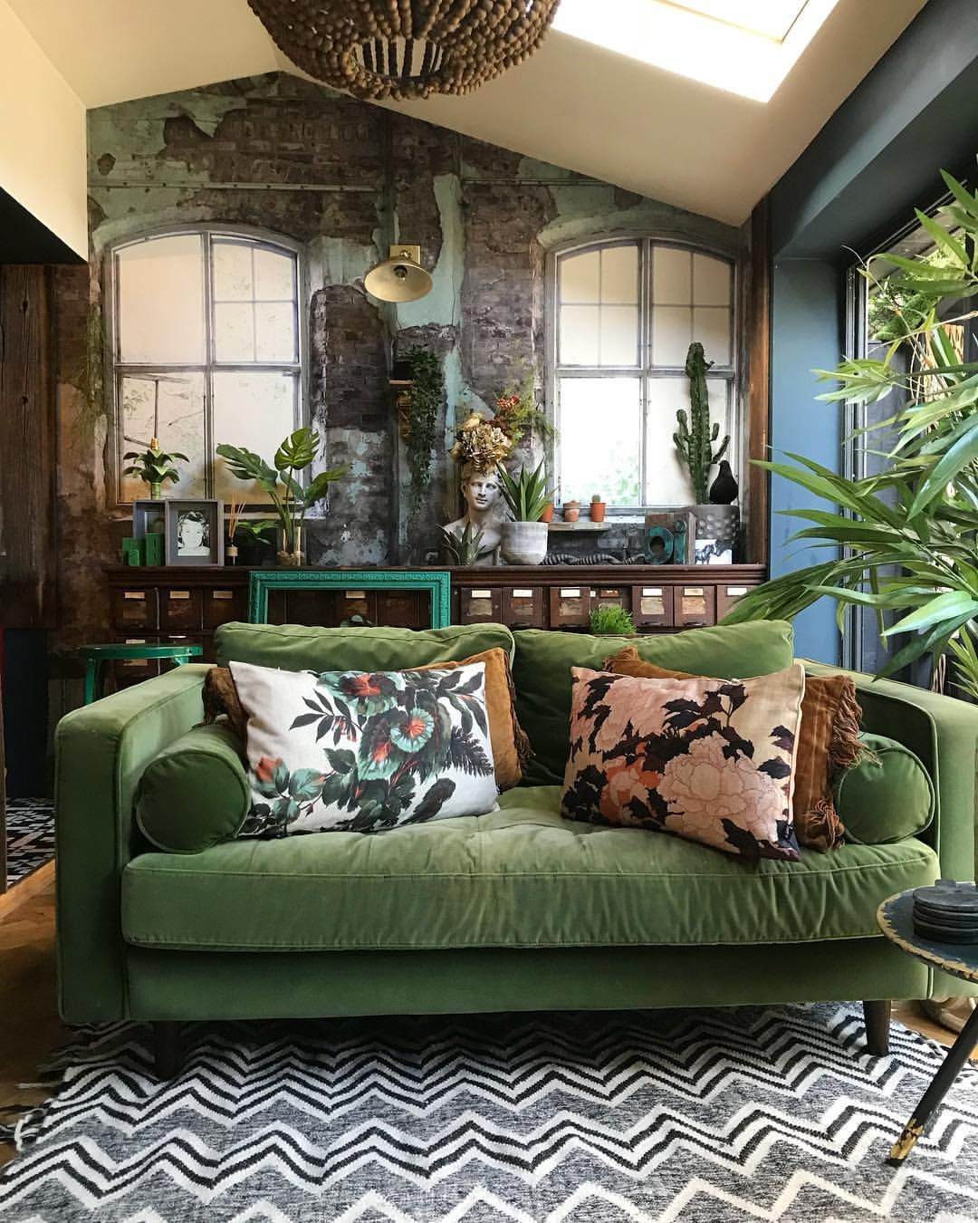 THIS Yummy Green Couch // IG @hilaryandflo  Interior decorating