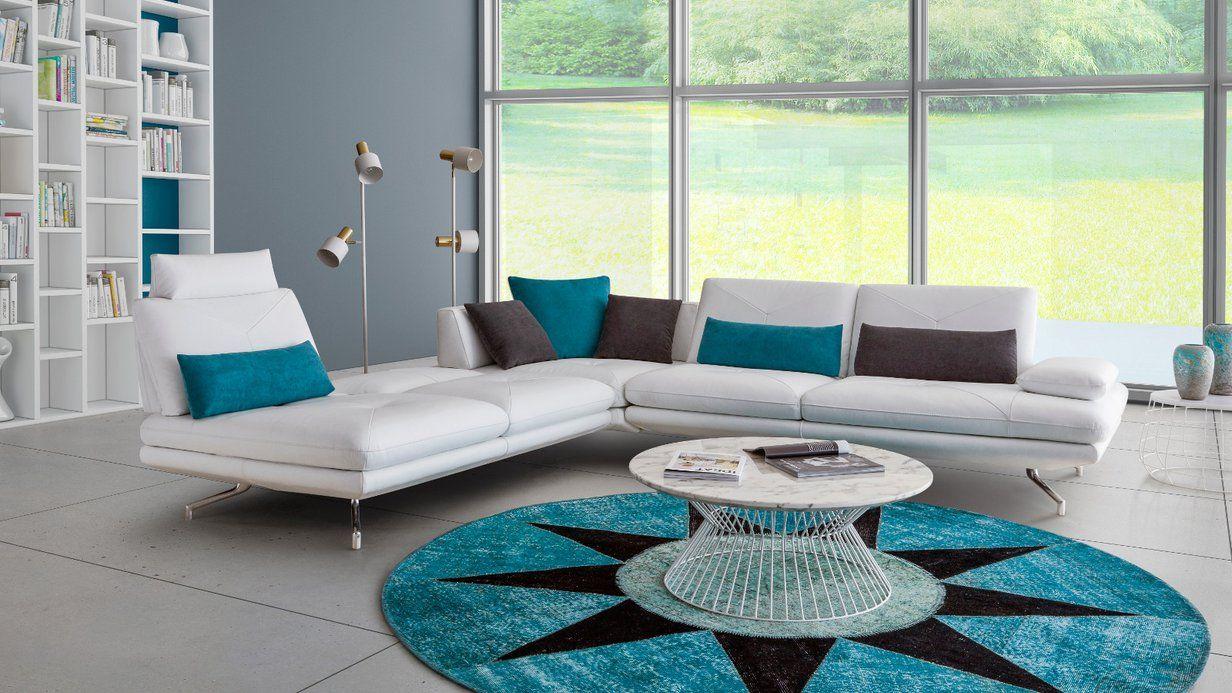 Canape Nikkon Style Affirme Design Et Contemporain Pour Ce Salon En Cuir Blanc Canape Blanc Cuir Deco Interieur Salon Canape Design