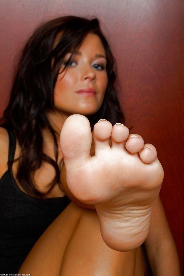 Bbw dom fem foot worshipping
