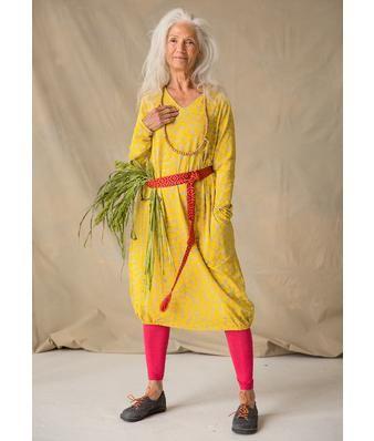 """Gudrun Sjödén Kleid """"Sanna"""" aus Lyocell/Elasthan Zauberhaftes Kleid mit V-Ausschnitt, langen Ärmeln und leichtem Ballonsaum. Weiche Qualität mit schönem Fall. In drei gemusterten Farbstellungen und einfarbig in Schwarz zu haben. Ob im Büro oder auf der Party – dieses Kleid passt immer! Normale Passform, um die Hüfte herum großzügig. Länge/M 96 cm Artikelnummer 70709"""