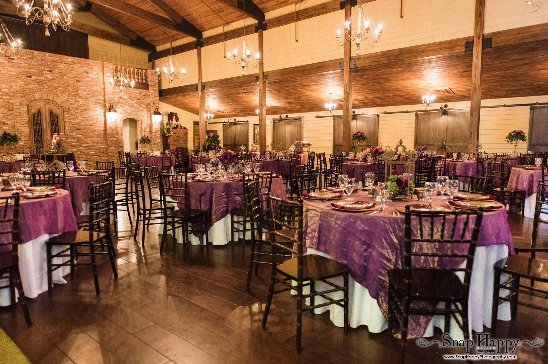 Rustic fall wedding in Memphis, TN.  Photo by Snap Happy. Floral and décor by Southern Event Planners.