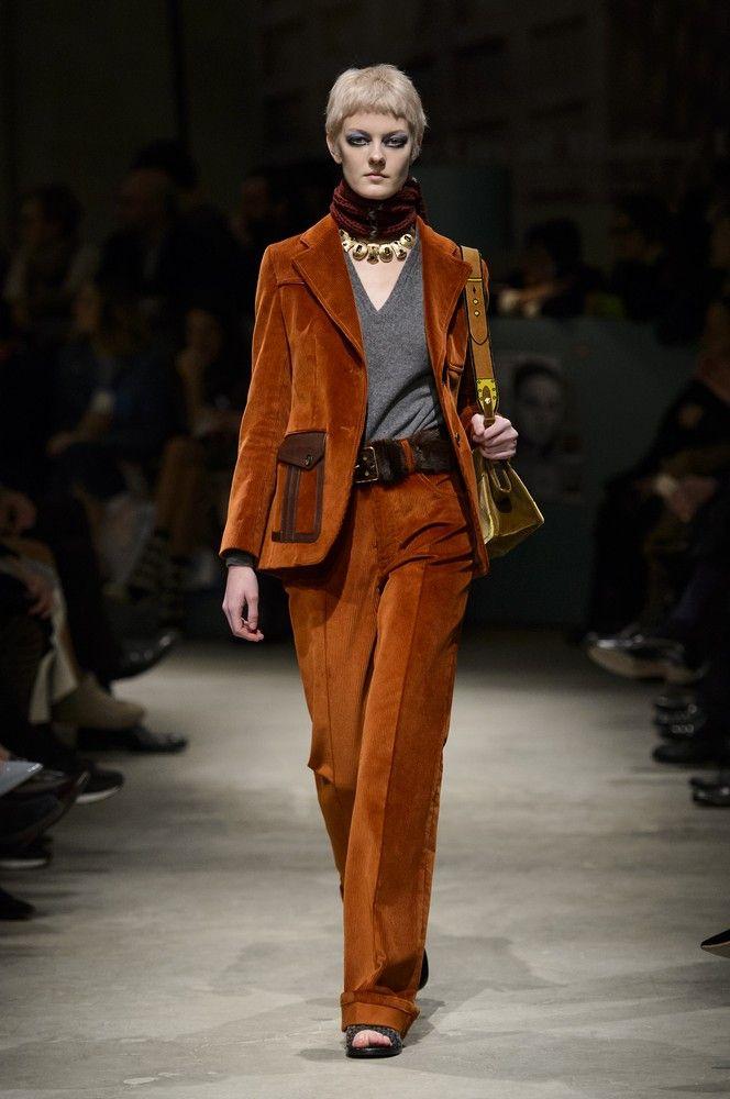 4c61bdf6a6b9 Il tailleur di velluto Anni 70 + pullover a V