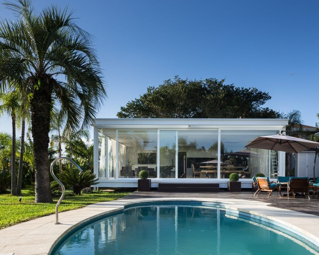 Pool House In Porto Alegre By Kali Arquitetura Modern Pool House Modern Pools Pool House