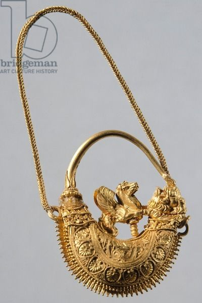Gold earring from Volos (Greece), Goldsmith art, Greek