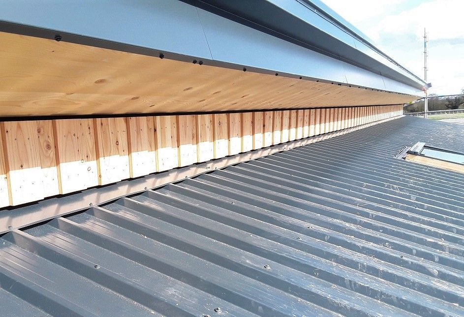 Progress shot of Delamere Forest Visitors Centre where our board on board FSC Scottish Larch has started to be installed.  Larch supplied by Vincent Timber.  Working for Willmott Dixon #longworth #vincenttimber #willmottdixon #delamereforest #roofing #facade #buildingenvelope #construction #newbuild #webuildthings