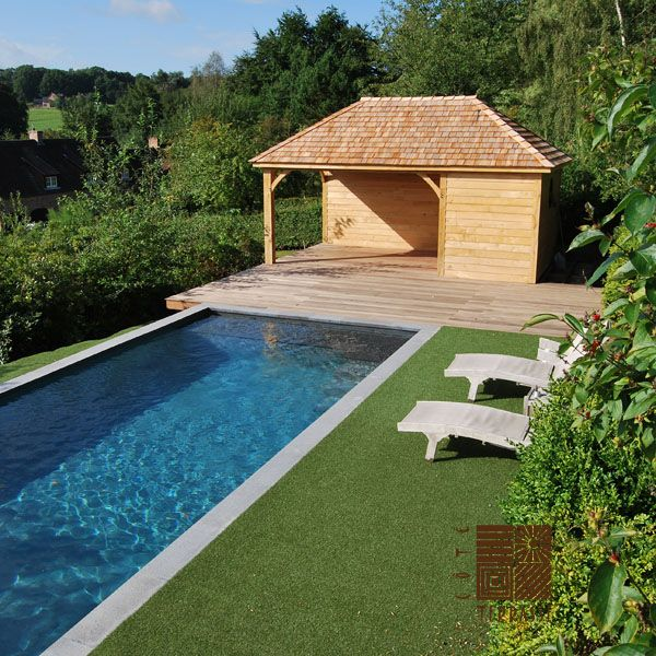 POOLHOUSE réalisé en chêne; toiture en bardeaux de cèdre Assemblage - amenagement autour d une piscine