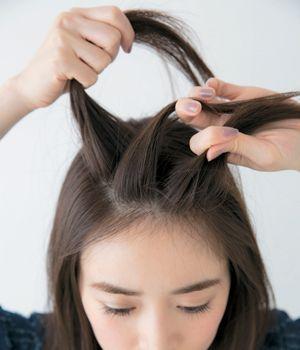 前髪をピンでスッキリ 学校や就活で使える留め方からかわいいアレンジまで 簡単ヘアアレンジ 前髪 セミロング まとめ髪 前髪 ヘアアレンジ
